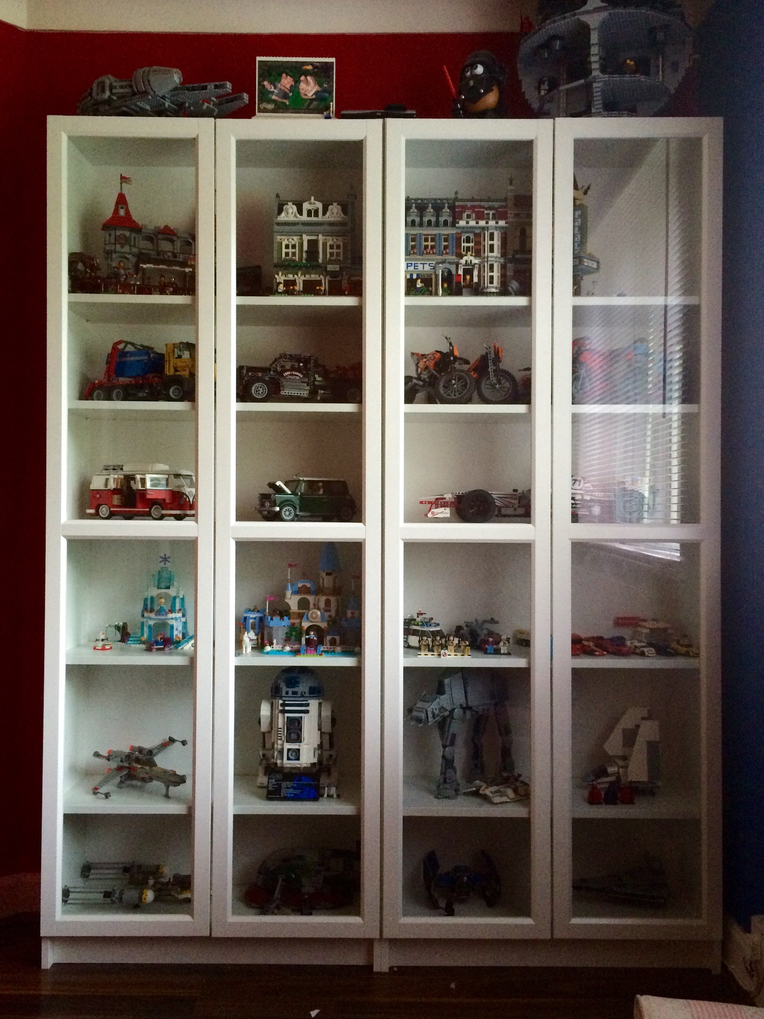 Fitting lego sets into ikea detolf glass cabinets for Meuble 9 cases ikea