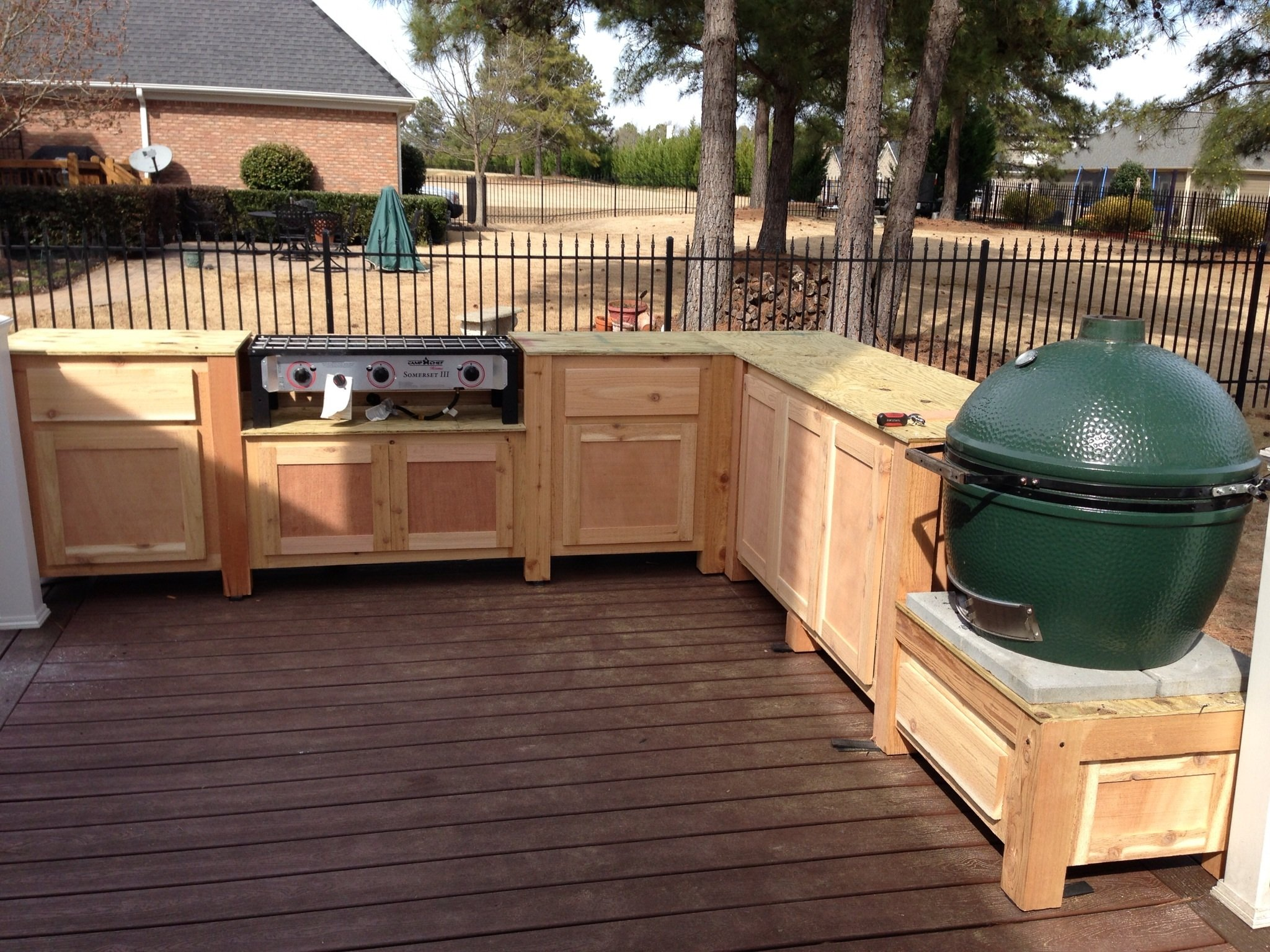 Incorporating A LBGE Table Into A Deck — Big Green Egg EGGhead ...