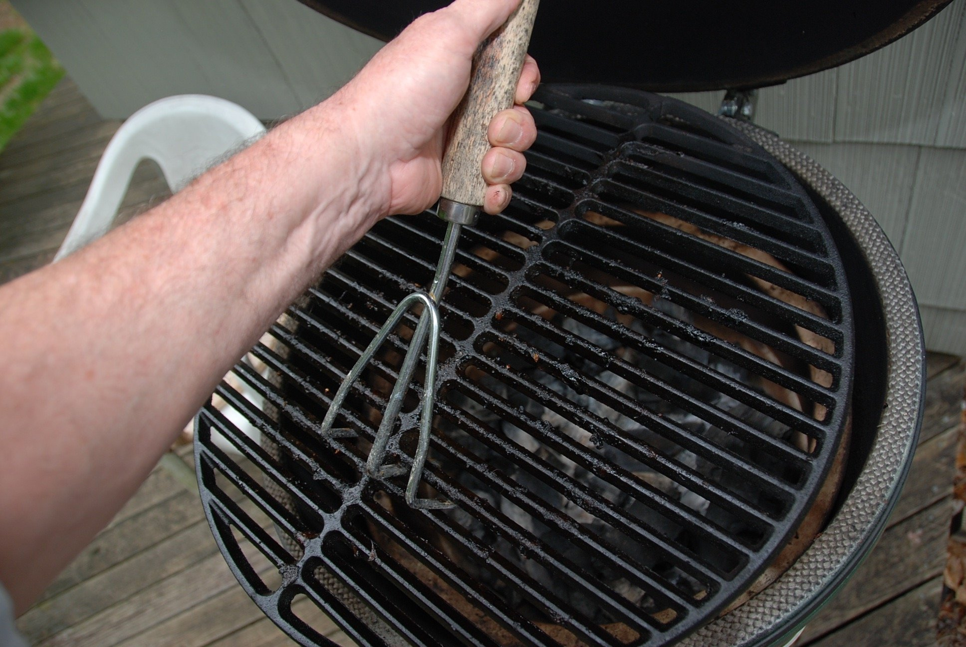 Can't remove rust from cast iron grid — Big Green Egg - EGGhead
