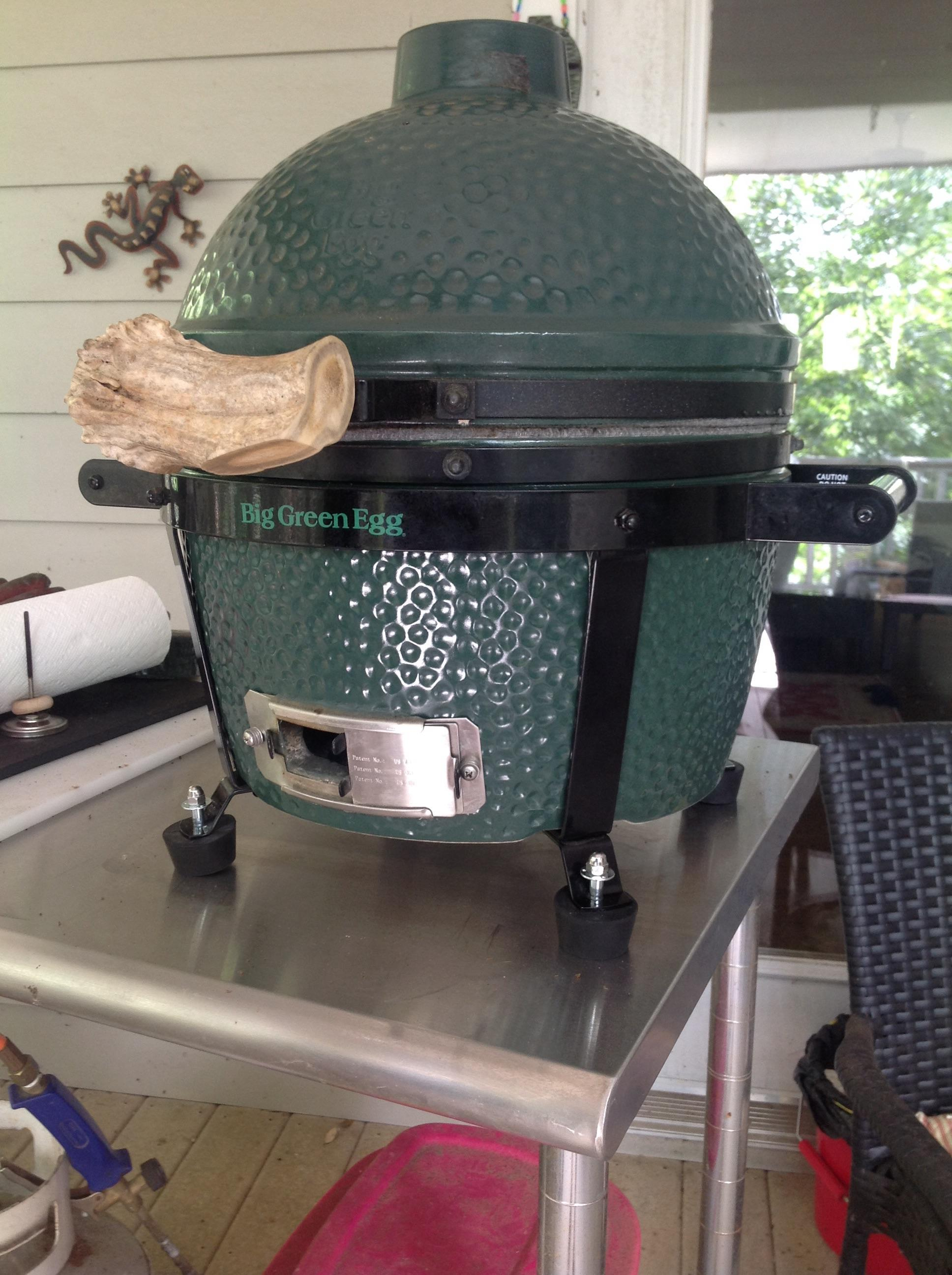 feet added to mini max big green egg egghead forum. Black Bedroom Furniture Sets. Home Design Ideas