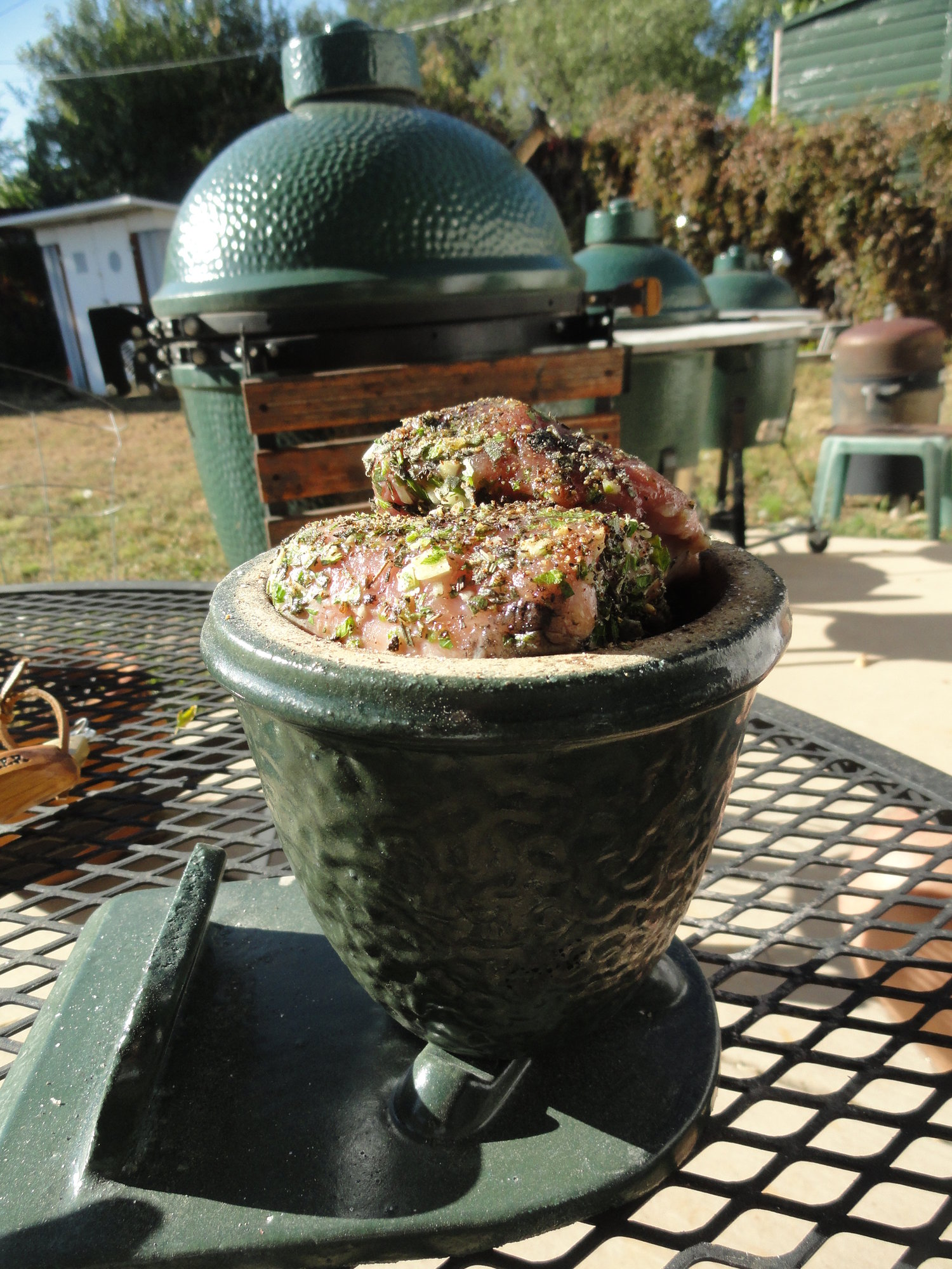 an old cook in the mini mini big green egg card holder. Black Bedroom Furniture Sets. Home Design Ideas