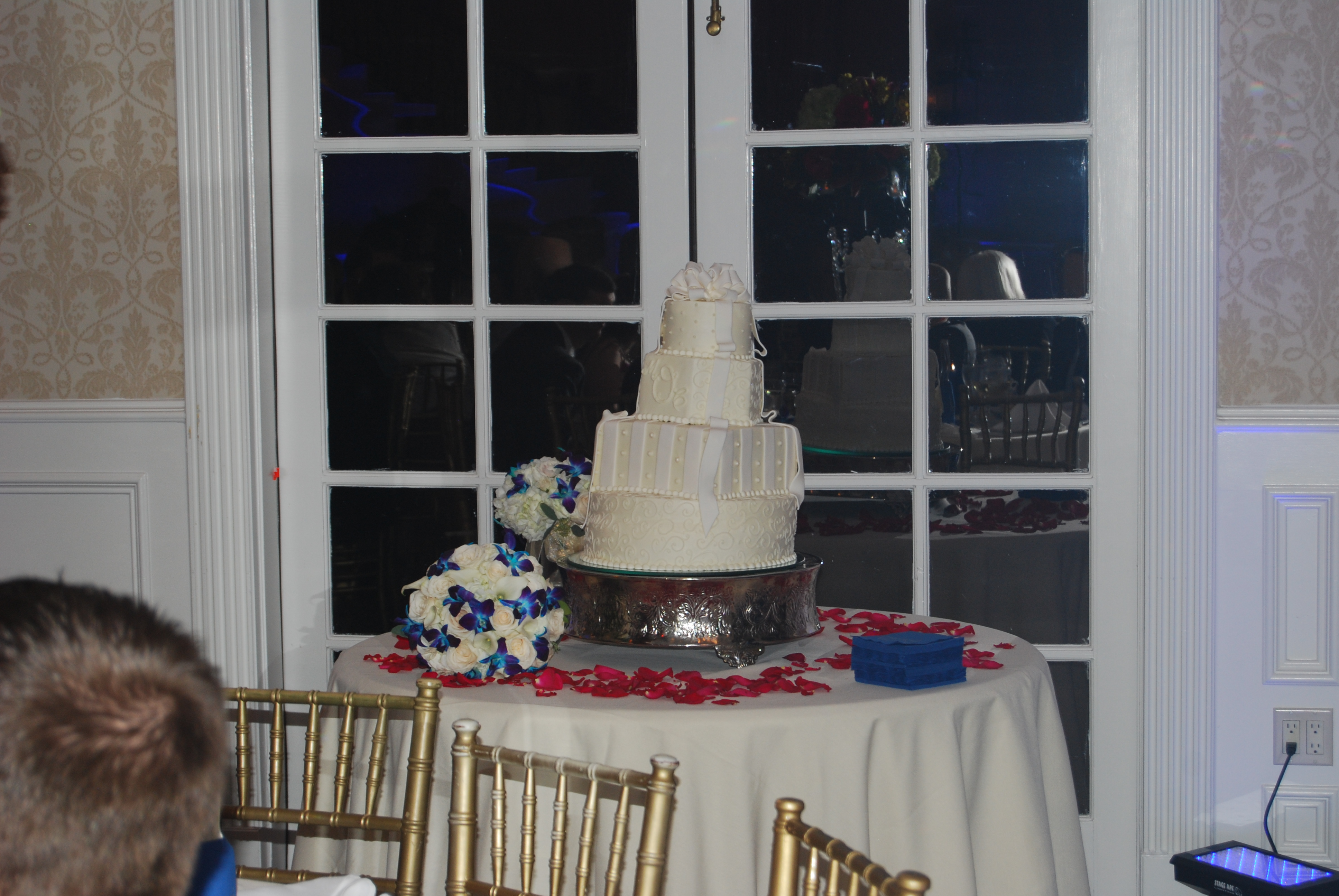 my wedding cake fell over our wedding cake fell the knot 17684