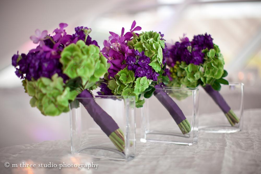 Букет фиолетовые с зеленым какой цветы, букеты