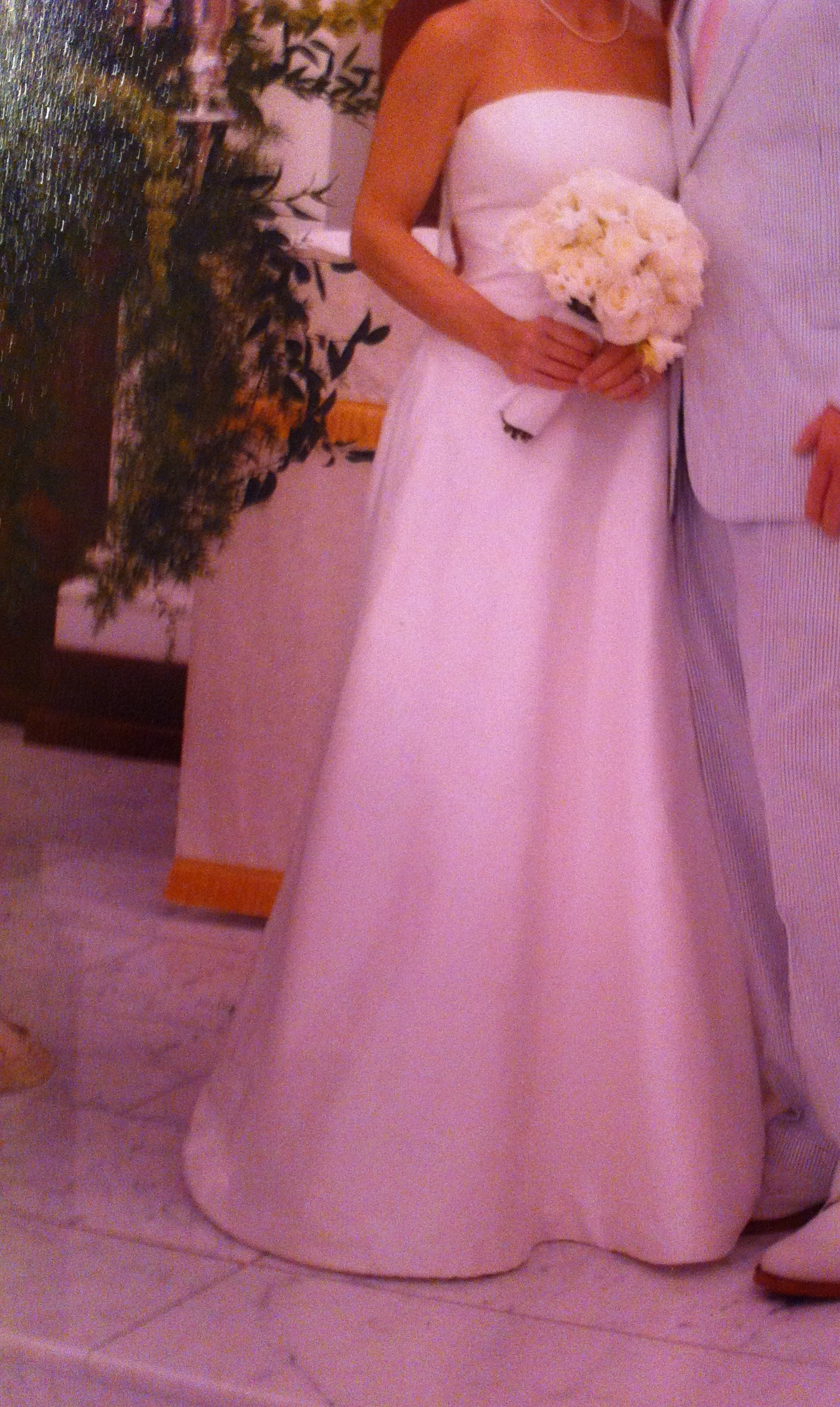 Need to sell mobile al paloma blanca size 0 2 strapless for I need to sell my wedding dress