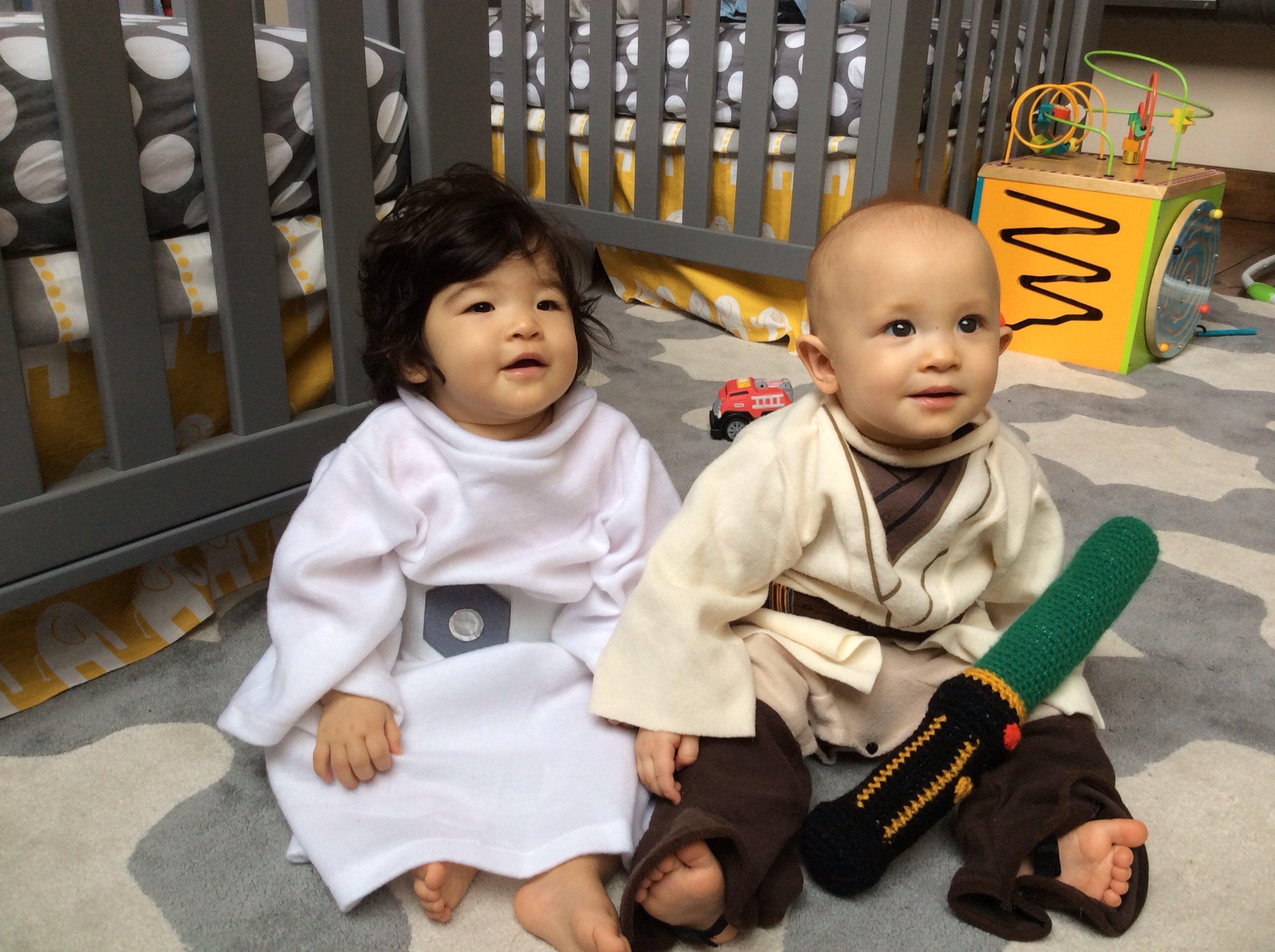 For fun Halloween twin costumes — The Bump