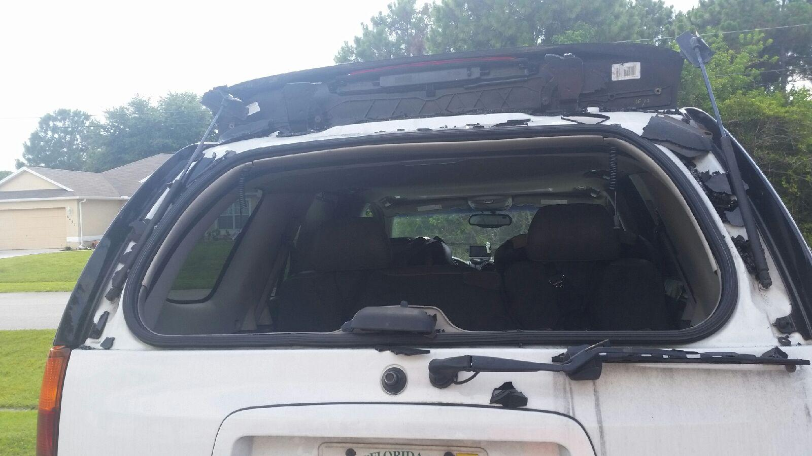 2004 GMC Envoy SLT Shattered Back Window