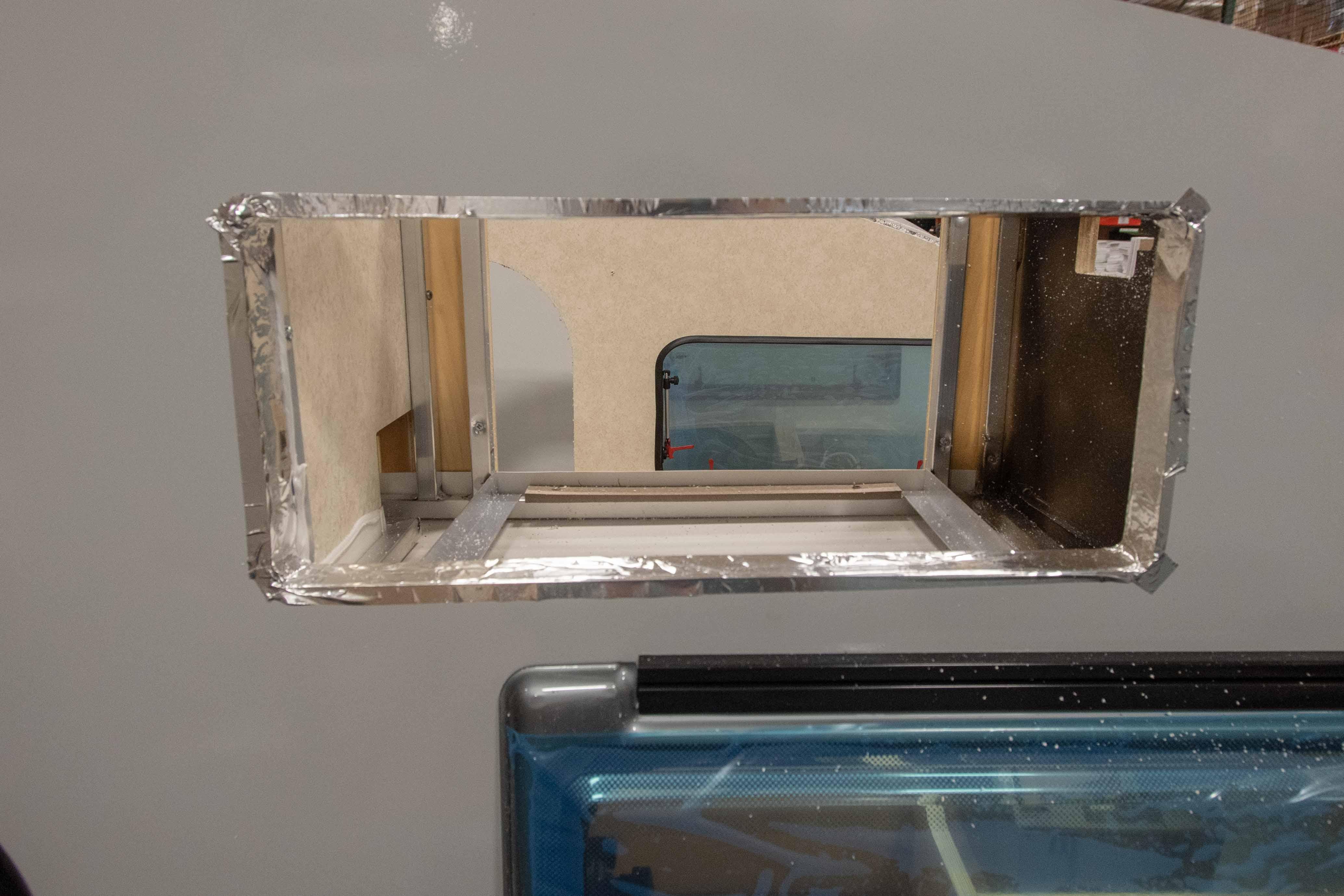 Photos de T@B 320 d'usine montrant les emplacements des objets avant qu'ils ne soient cachés dans les murs L0c6w5prw349