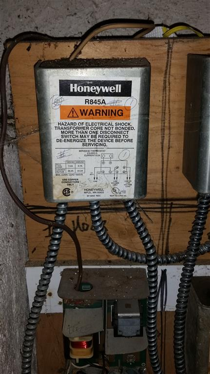 circulator pump relay wiring  honeywell r845a — heating