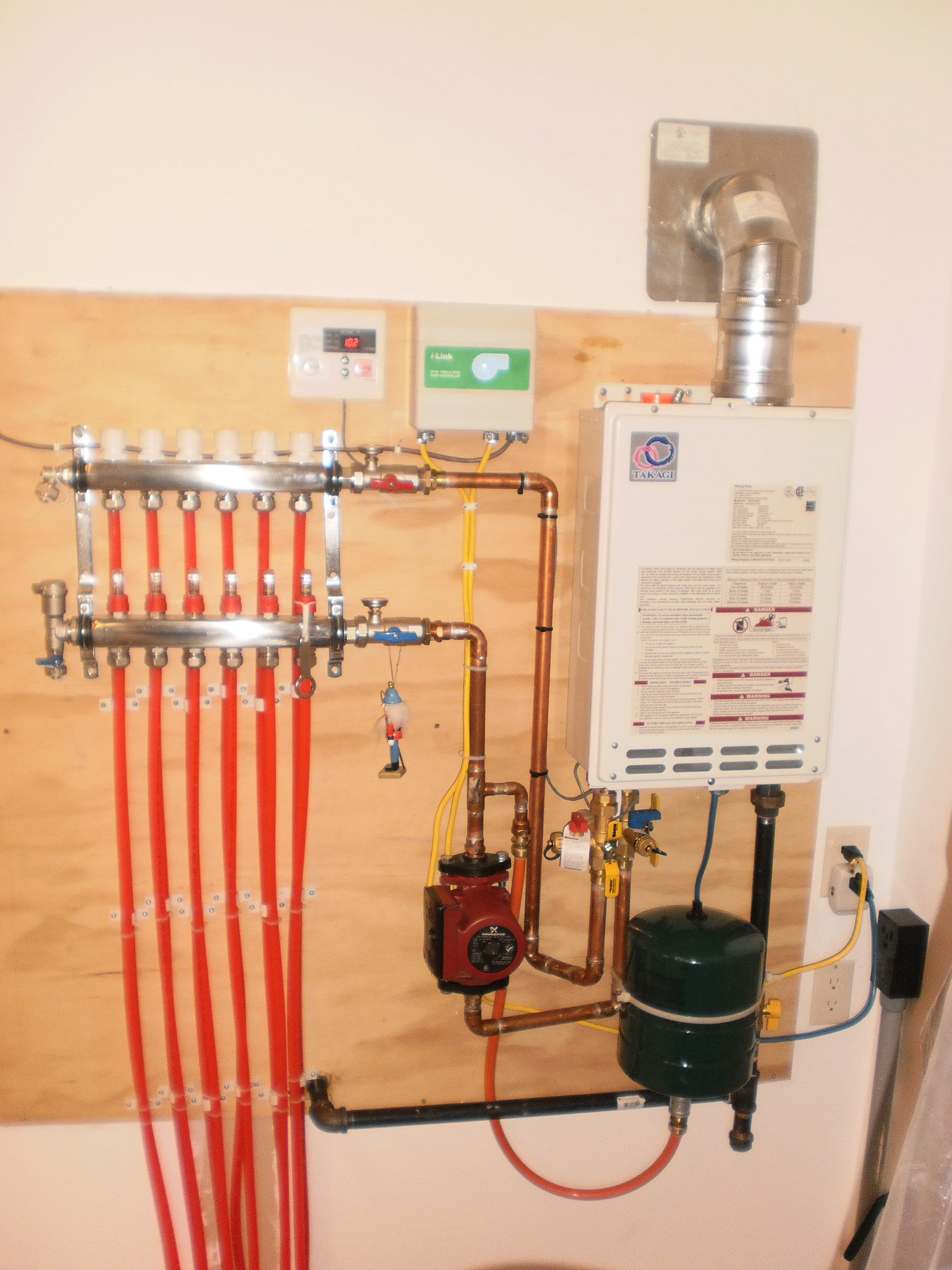Pex radiant floor heating manifold floor matttroy for Pex hot water heating system