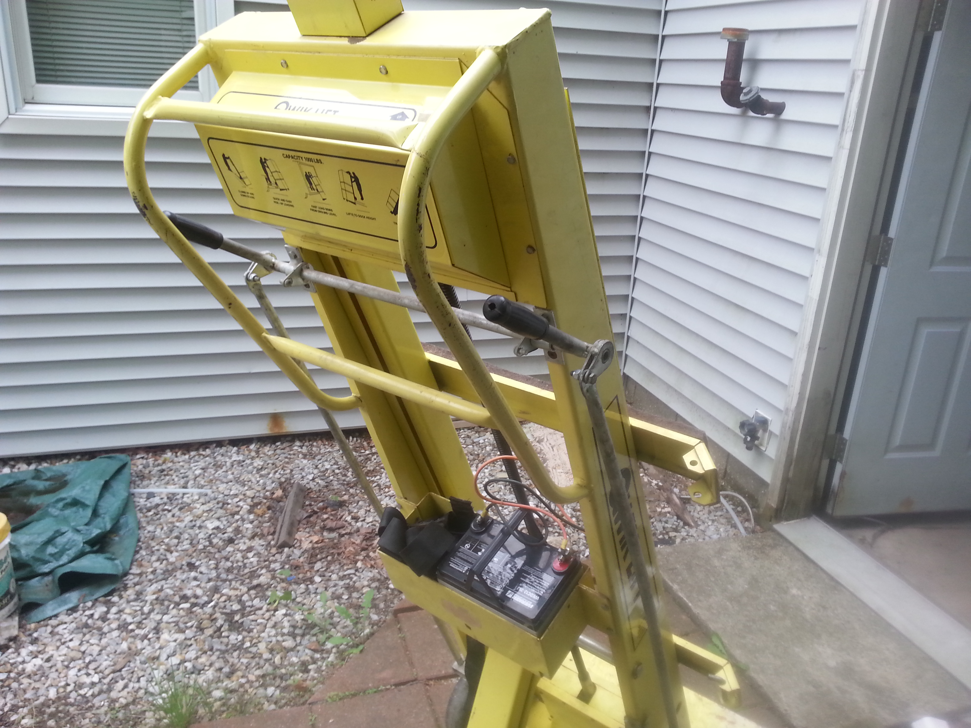 Electric stair climbing dolly heating help the wall for Motorized stair climbing dolly
