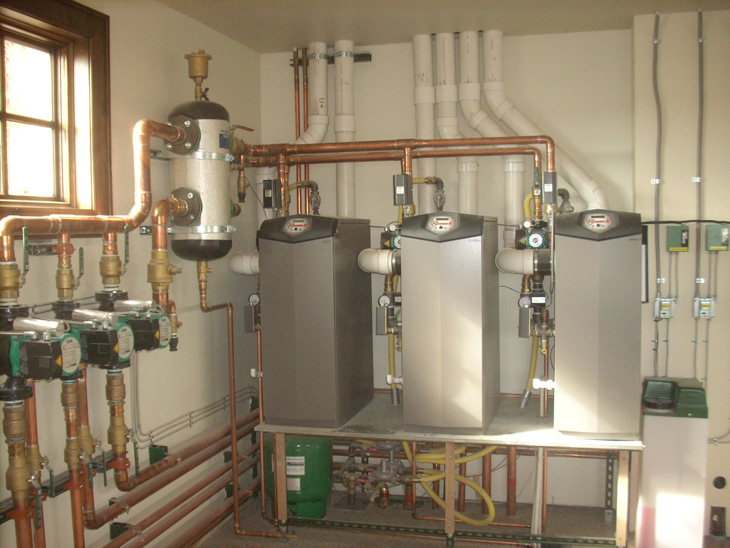 Hydraulic separator in the heating system 96