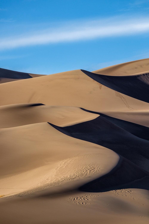 steep sand dune pursued - HD1000×1500