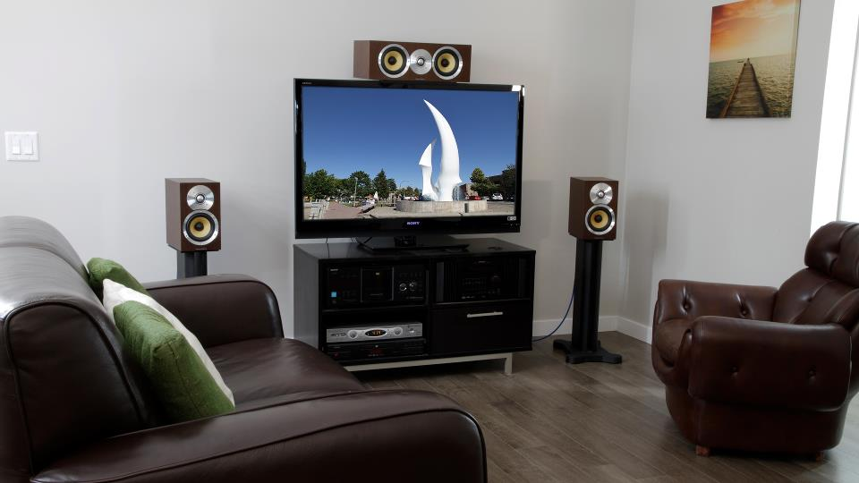Flat Screen Tv S And Placement Of Center Channel Speaker