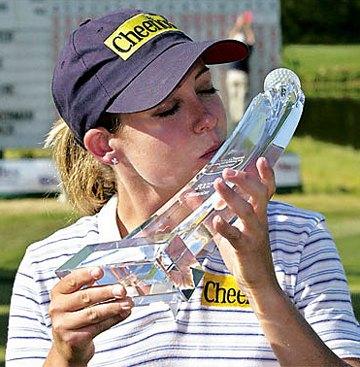 cristie-kerr-trophy-kiss.jpg