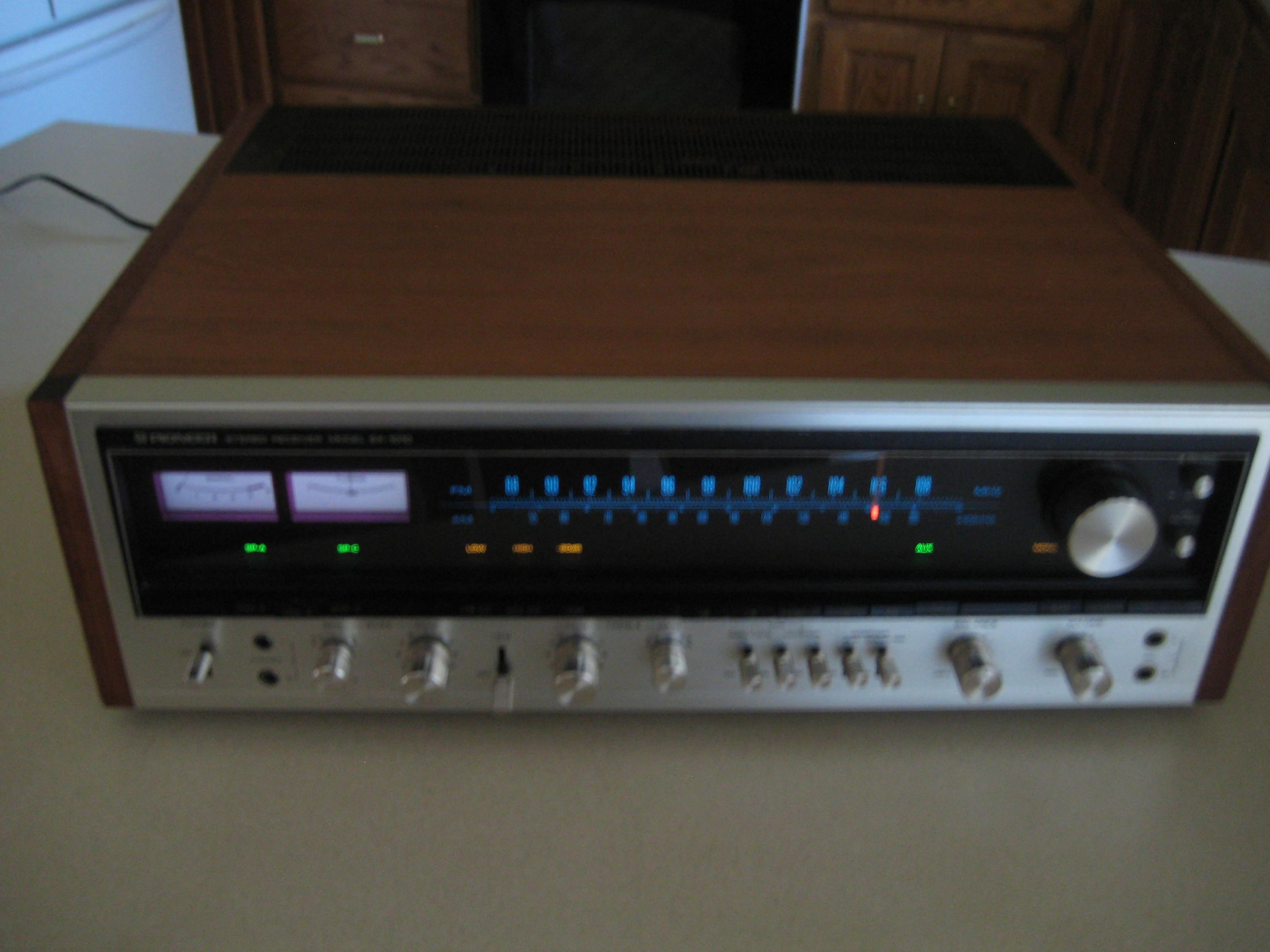 Very Nice vintage Pioneer SX 1010 100 w/ch receiver from