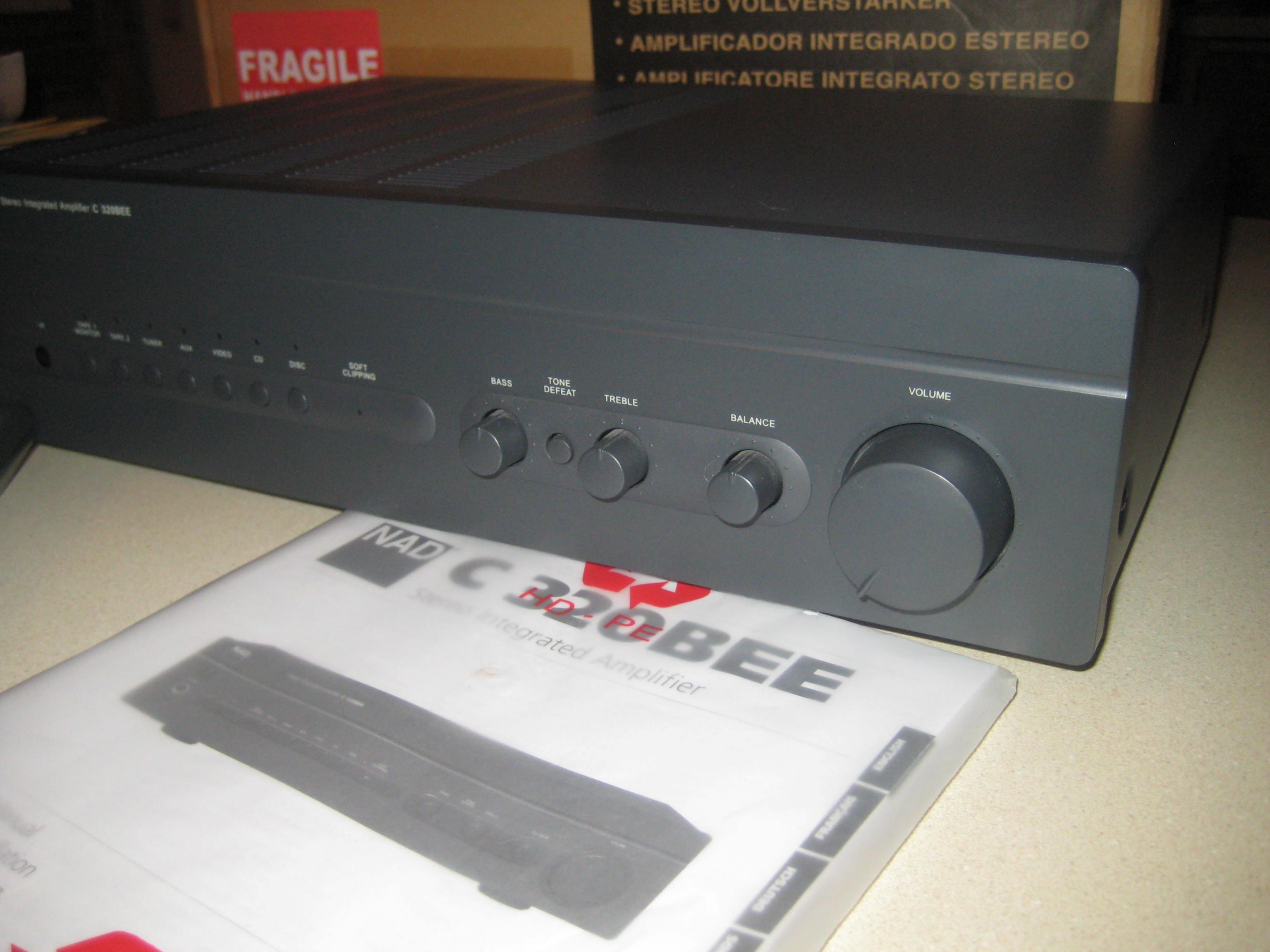 Excellent NAD C320BEE w remote, box, manual and AQ IC jumpers