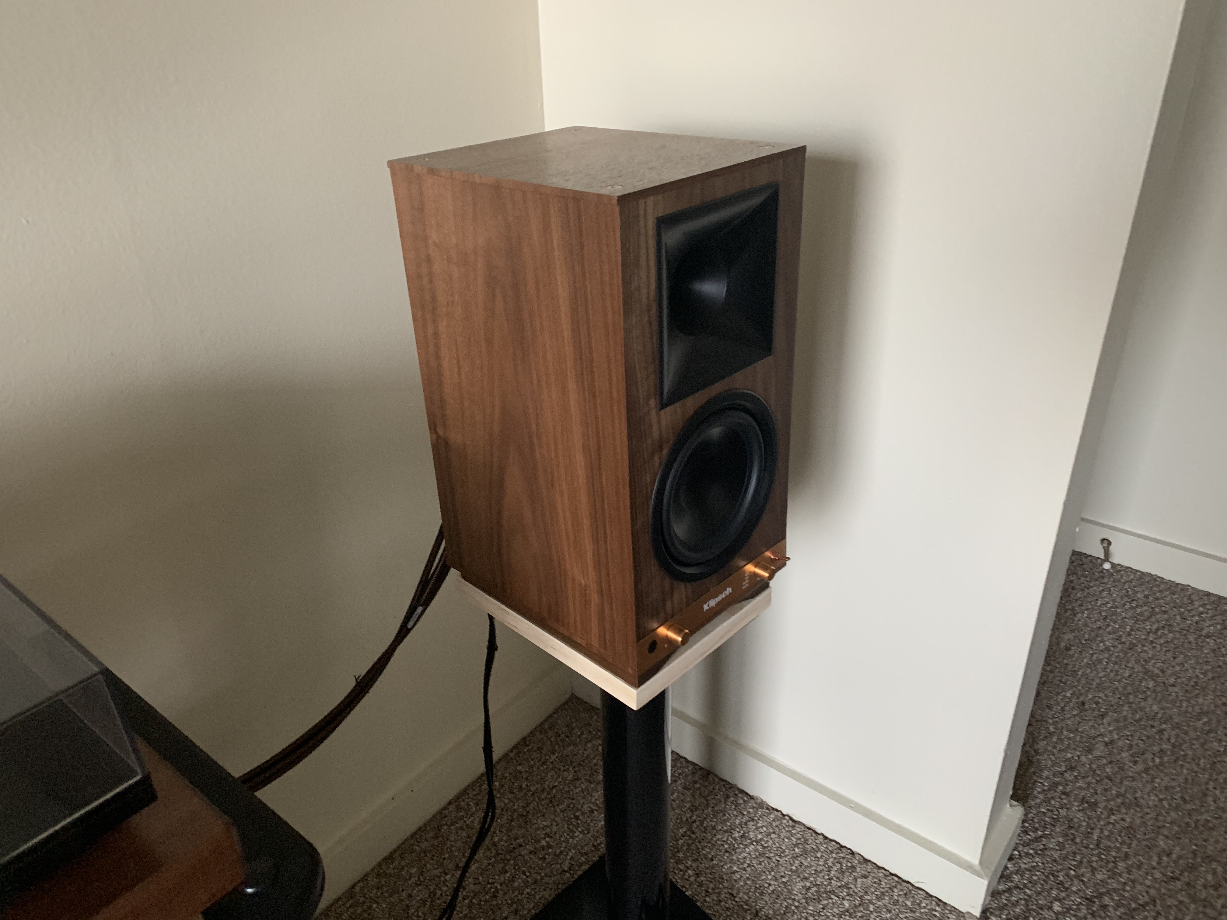 "Klipsch ""the sixes"" powered bookshelf in walnut — Polk Audio"
