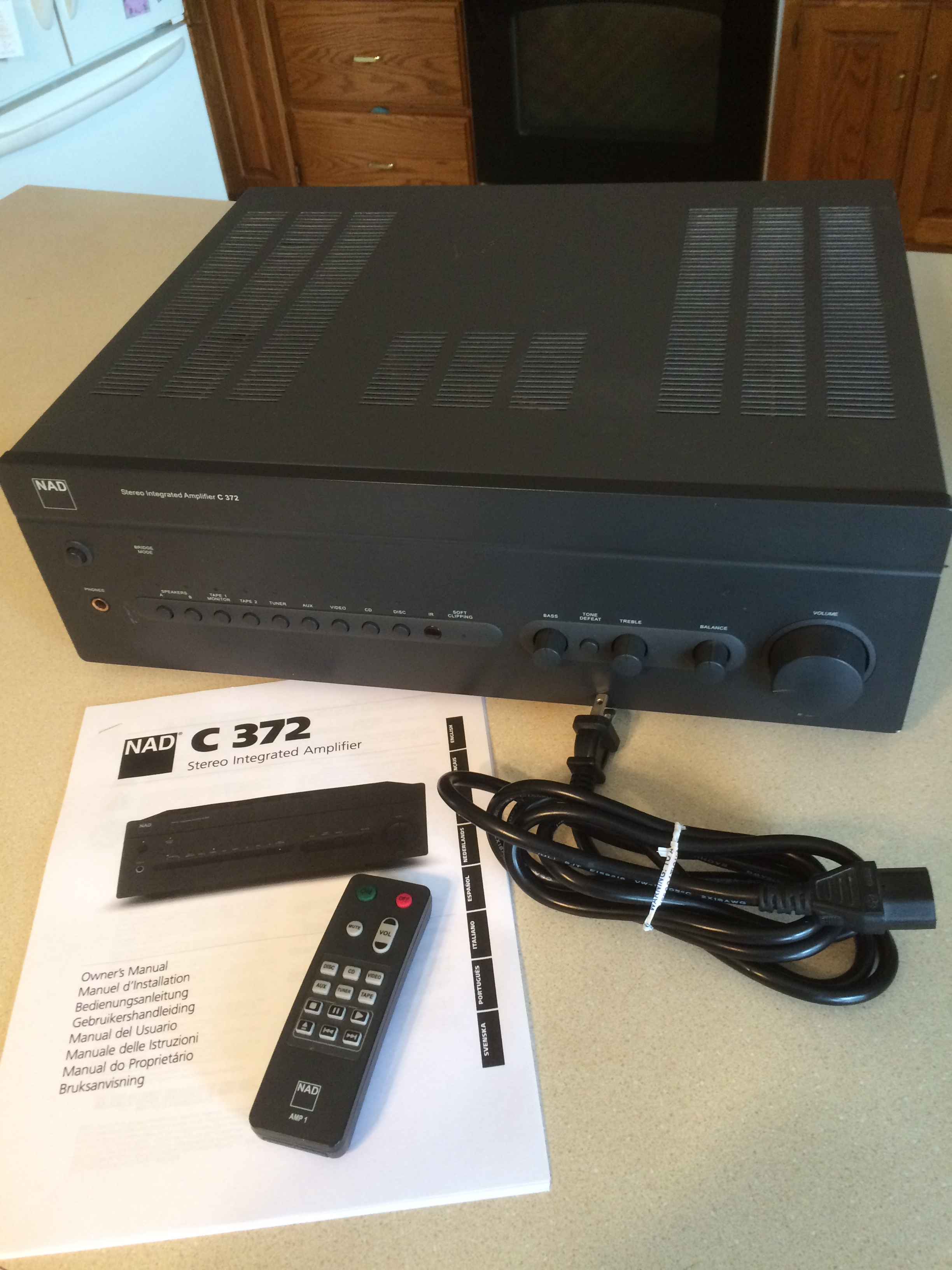 Nice NAD C372 integrated amp 150w/ch w remote, manual ,power