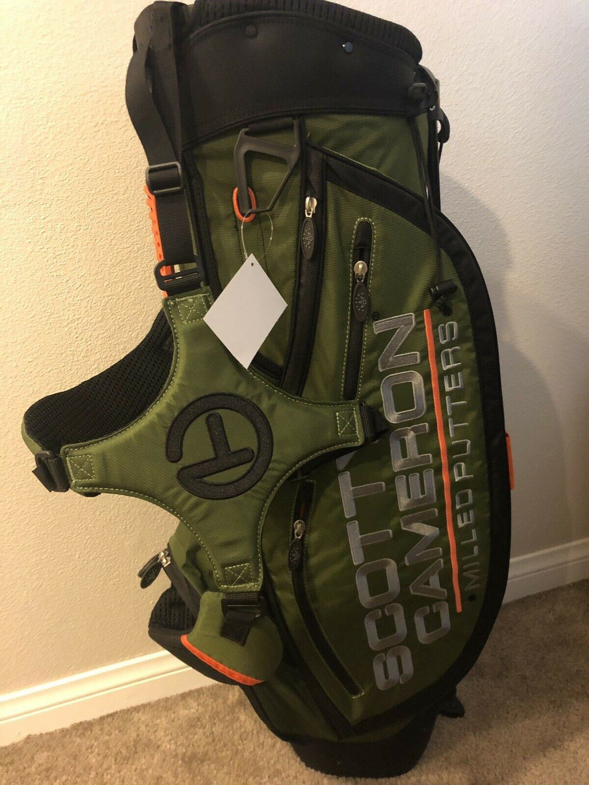e057311fc0e Brand new with tags Scotty Cameron masters release Circle T pathfinder  stand carry bag with matching putter headcover from the Encinitas