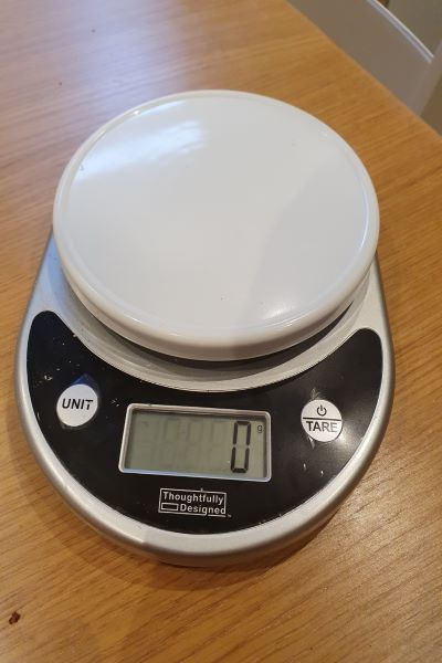 image of talking weighing scales with the number currently at zero