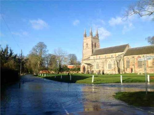 /members/images/645234/Gallery/flooded_church.JPG