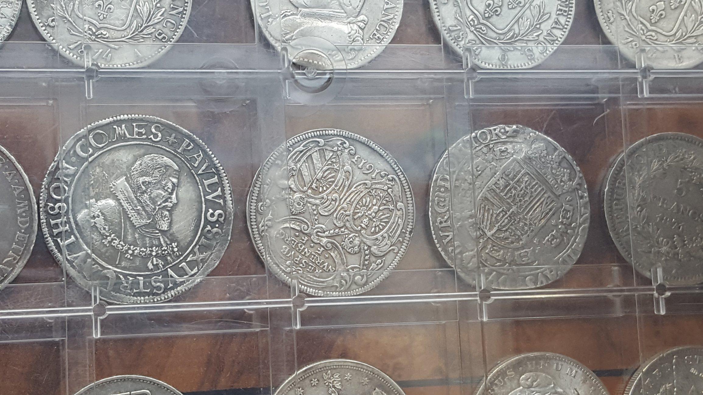 Coin shops in Paris Collectors Universe
