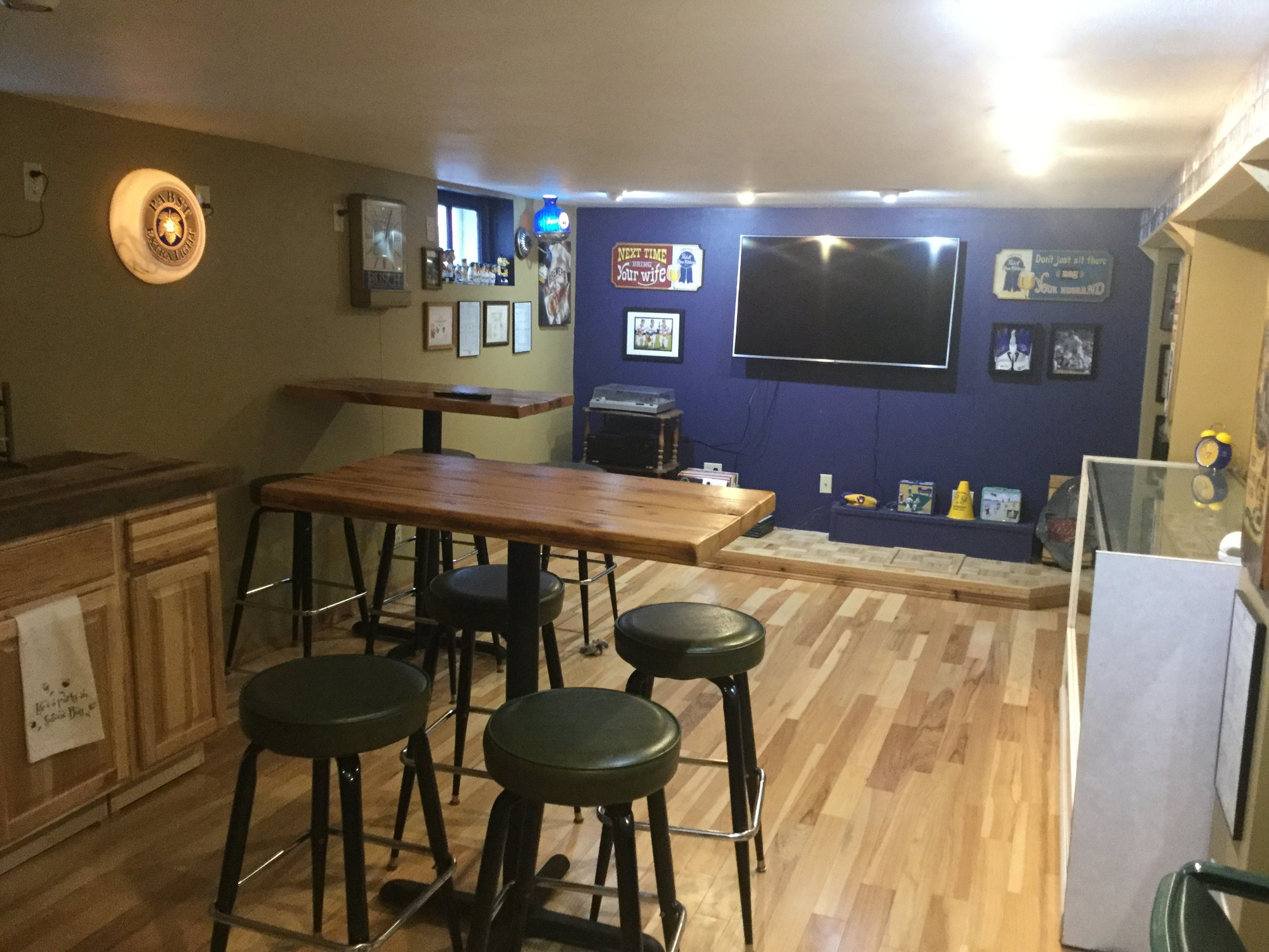 Man Cave Trade Show : Show off your man cave — collectors universe