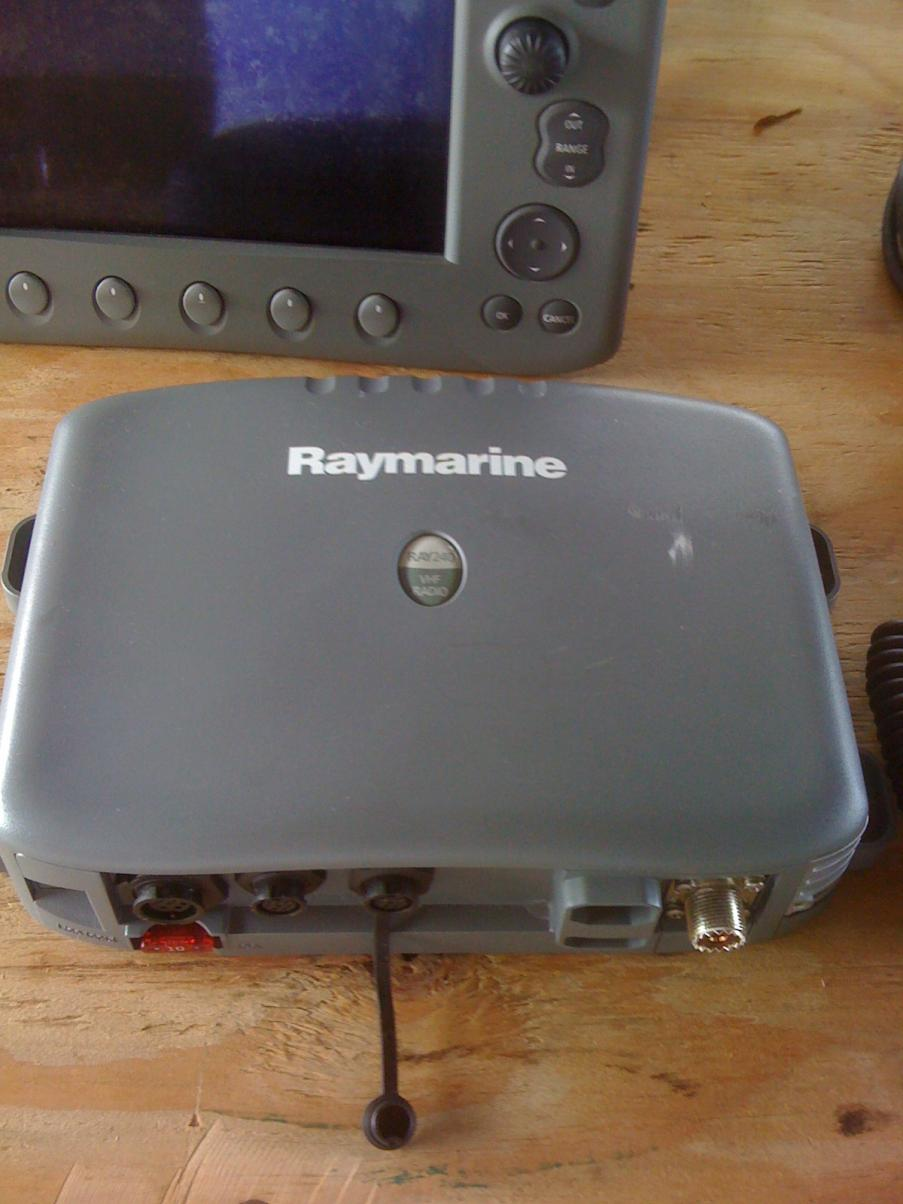 Raymarine C80 display, 4kva Radar, Ray240 VHF, external spk, GPS Ant