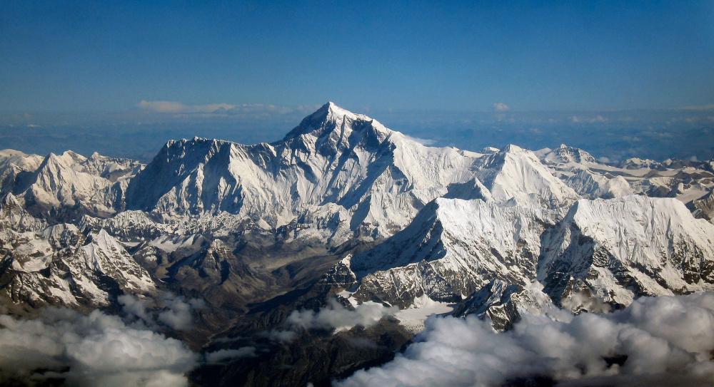 1920px-Mount_Everest_as_seen_from_Drukair2_PLW_edit.jpg