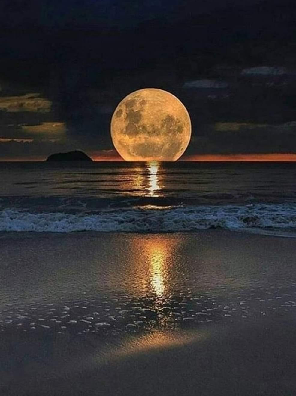 Dunkel Mond.jpg