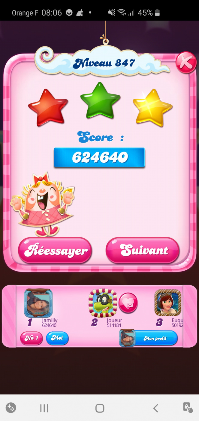 Screenshot_20200426-080648_Candy Crush Saga.jpg