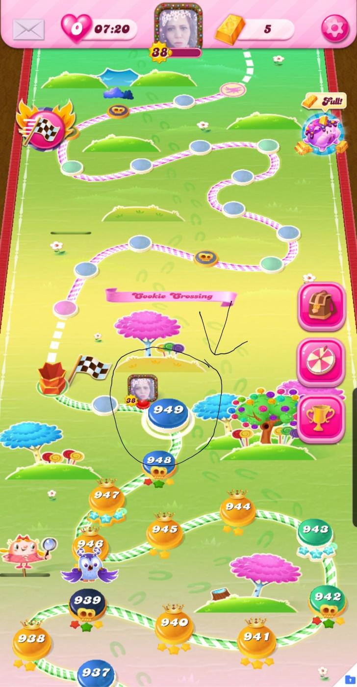 Screenshot_20200419-023118_Candy Crush Saga.jpg