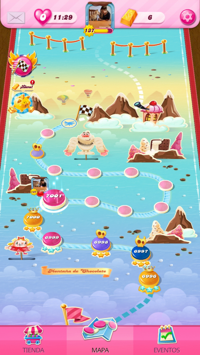 Screenshot_20200523-110854_Candy Crush Saga.jpg