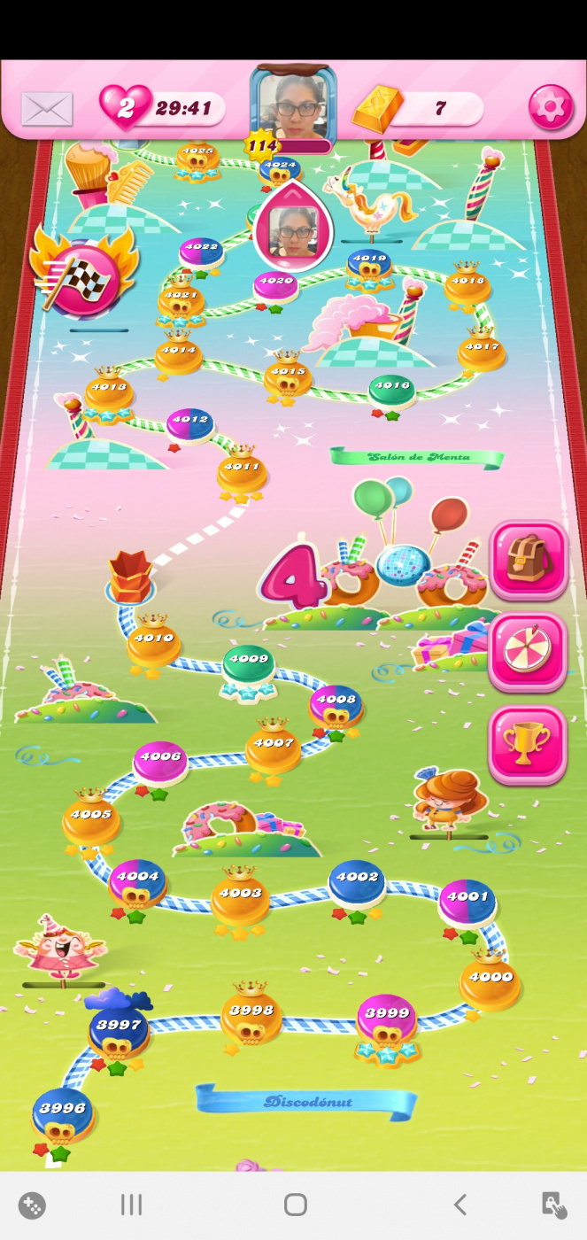 Screenshot_20200423-133641_Candy Crush Saga.jpg