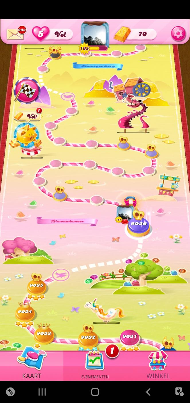 Screenshot_20211005-214434_Candy Crush Saga.jpg