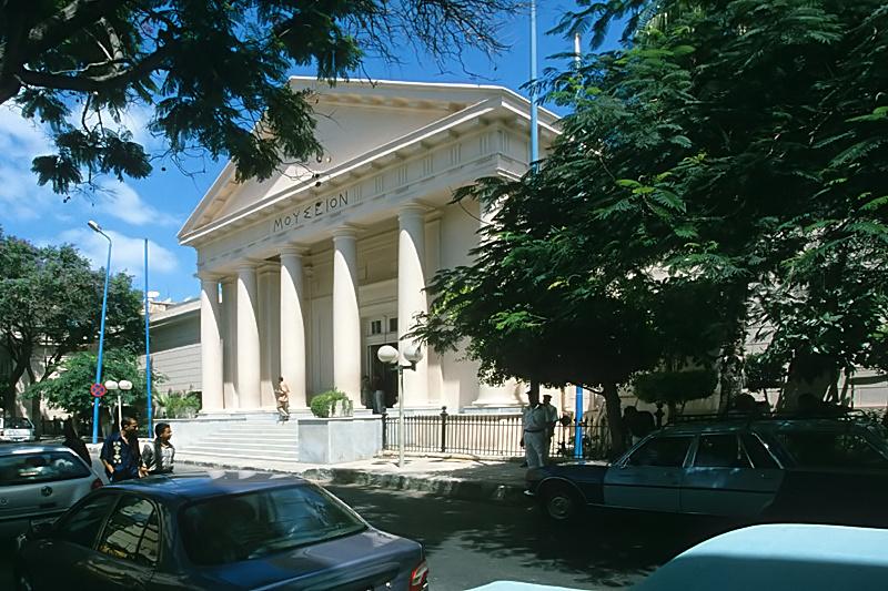 Fassade_des_griechisch-römischen_Museums_in_Alexandria,_Ägypten.jpg