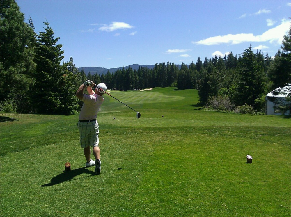 1200px-Golfer_swing.jpg