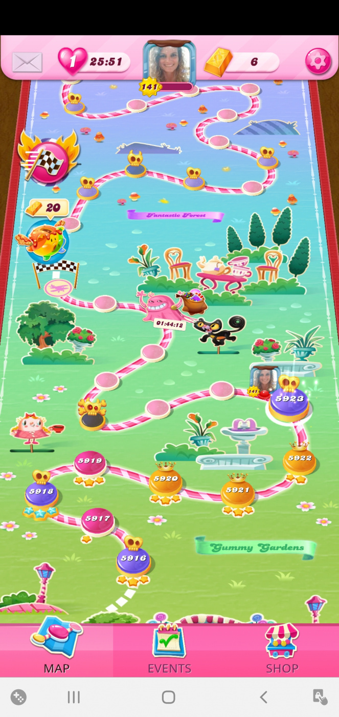 Screenshot_20201109-081549_Candy Crush Saga.jpg