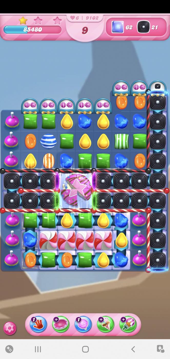 Screenshot_20210415-031757_Candy Crush Saga.jpg