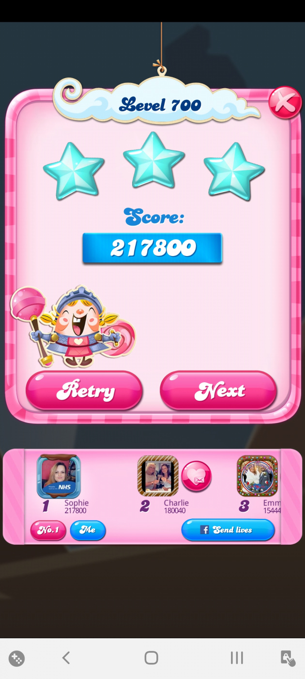 Screenshot_20200527-021800_Candy Crush Saga.jpg