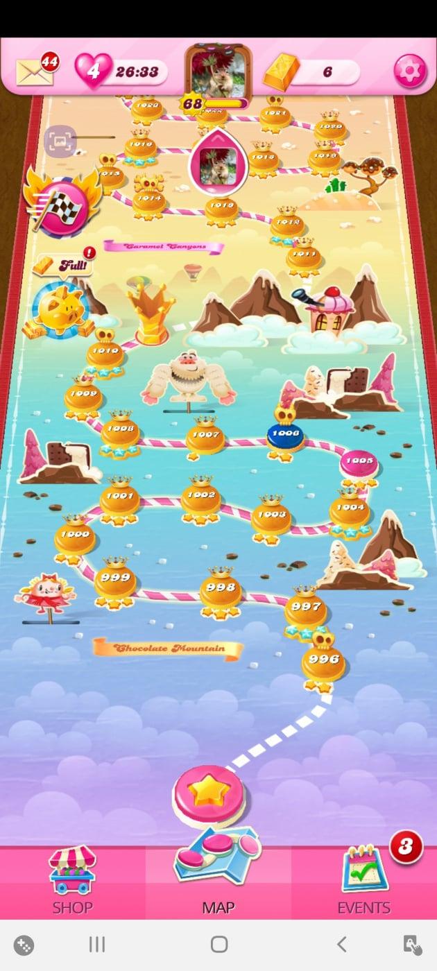 Screenshot_20201006-204339_Candy Crush Saga.jpg