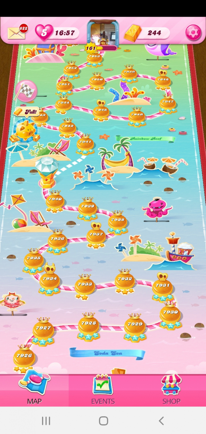 Screenshot_20201015-051734_Candy Crush Saga.jpg