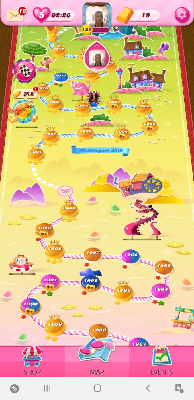 Screenshot_20200603-231427_Candy Crush Saga.jpg