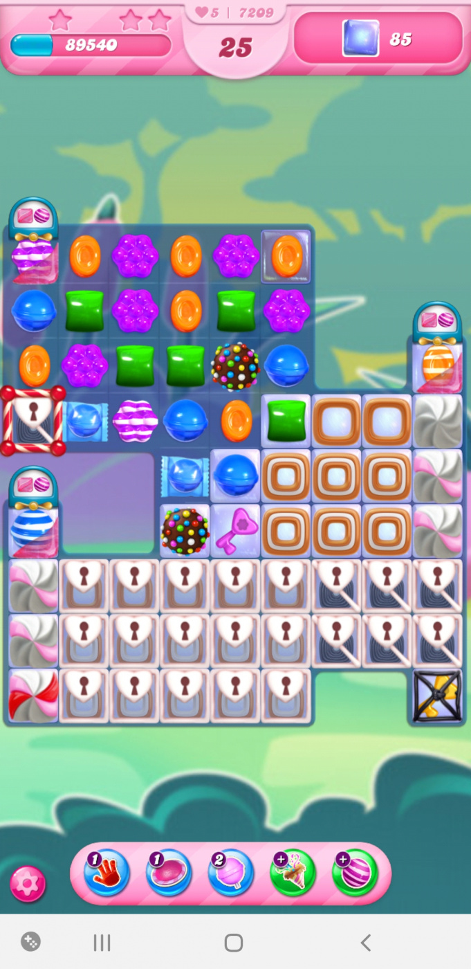 Screenshot_20210329-173005_Candy Crush Saga.jpg