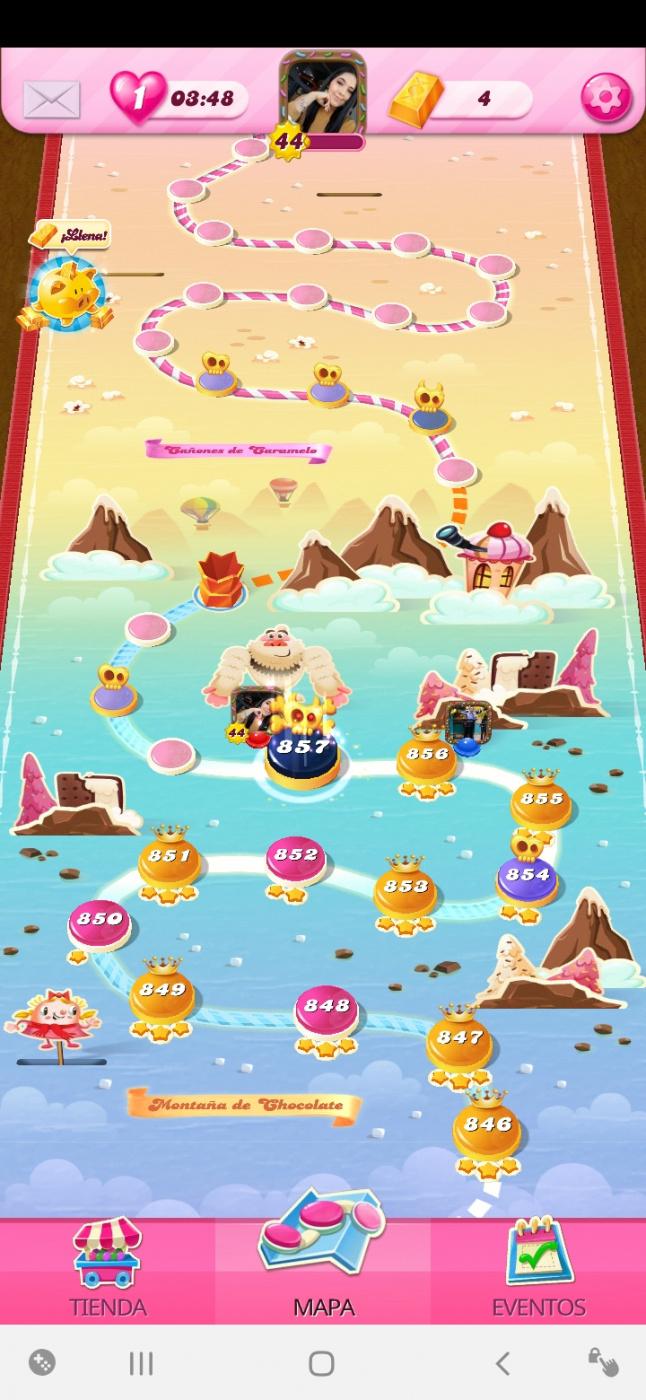 Screenshot_20200525-003709_Candy Crush Saga.jpg