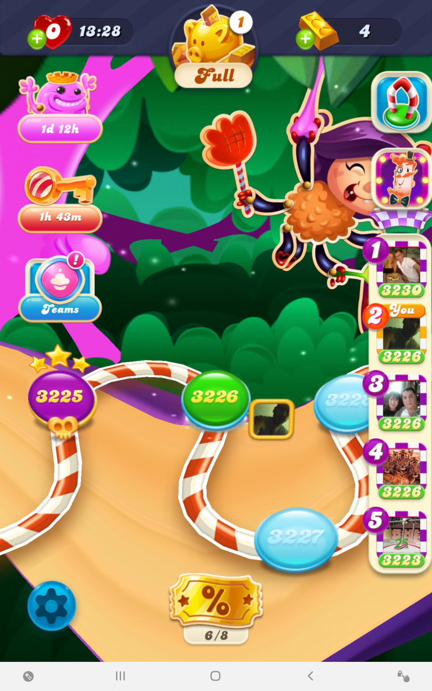 Screenshot_20200801-133223_Candy Crush Soda.jpg