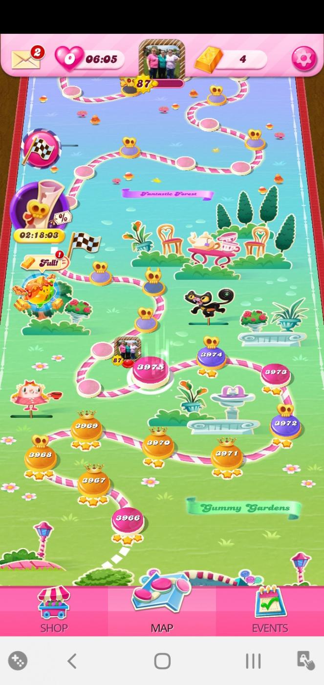 Screenshot_20200613-044318_Candy Crush Saga.jpg