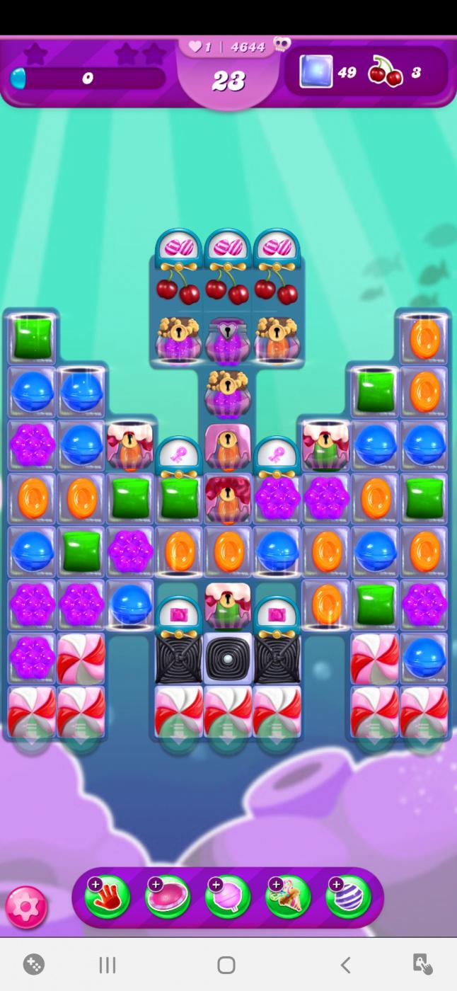 Screenshot_20200807-011541_Candy Crush Saga.jpg