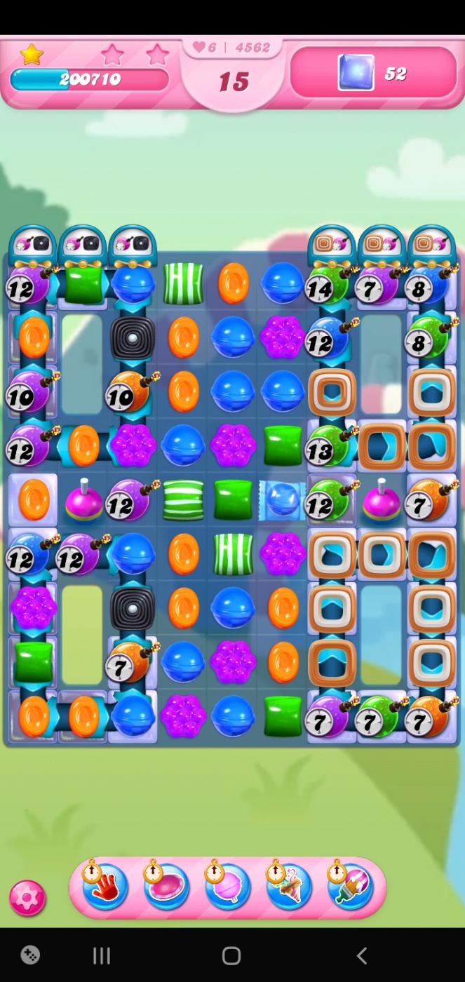 Screenshot_20210421-003212_Candy Crush Saga.jpg