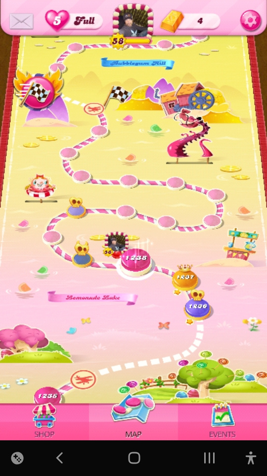 Screenshot_20201018-081917_Candy Crush Saga.jpg
